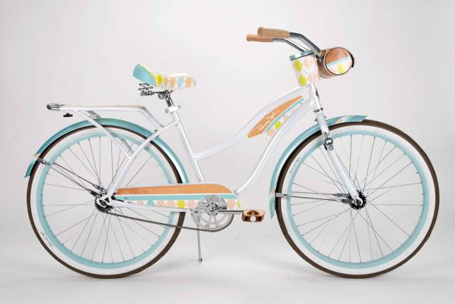 "Panama Jack puts a new spin on an old classic with its 26"" Beach Cruiser Bicycle for women. The bike's bold beach colors make it the perfect holiday gift for her. Its vacation vibe will brighten her entire year. (PRNewsFoto/Panama Jack)"