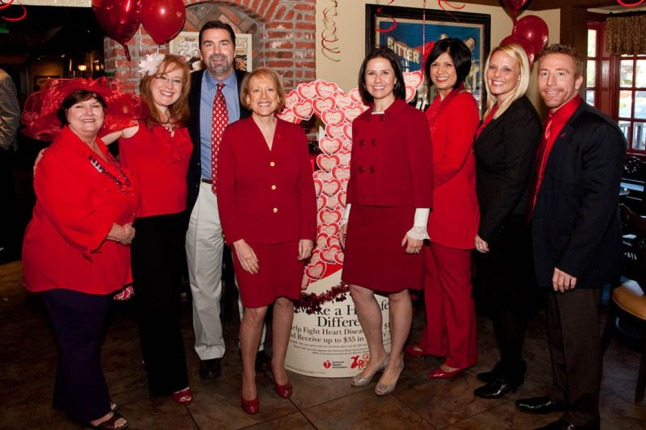 Put your hearts up & support Mimi's Goes Red in the fight against heart disease.  (PRNewsFoto/Mimi's Cafe)