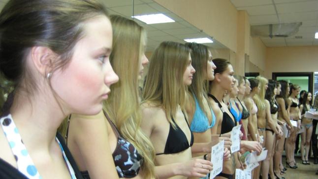 'Girl Model' - Casting (Photo Credit - A. Sabin)