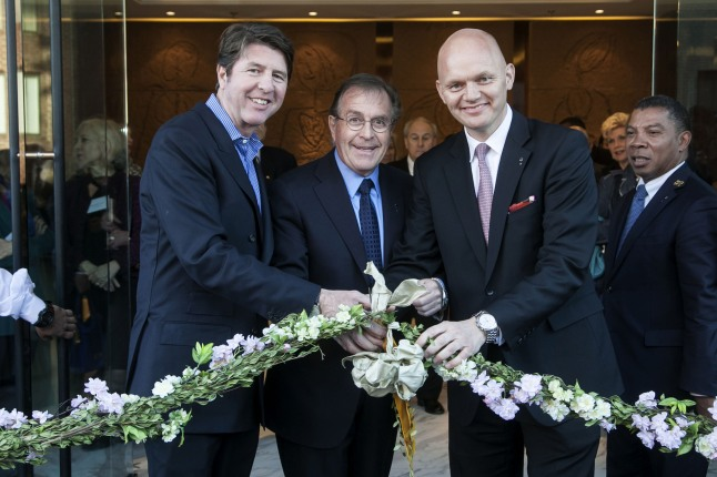 CAPELLA HOTELS AND RESORTS RIBBON CUTTING CEREMONY: Bruce Bradley, Horst Schulze, and Alex Obertop at the ribbon cutting ceremony for the opening of Capella Washington D.C., Georgetown (Photographed Left to Right).  (PRNewsFoto/Capella Hotels and Resorts, Tony Brown/imijphoto.com)