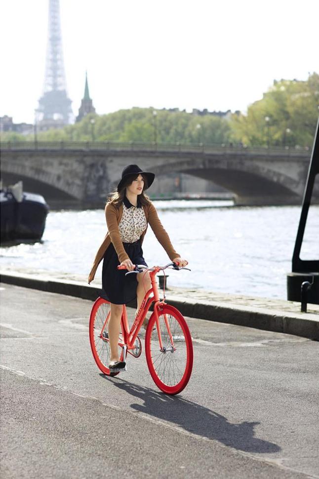 MACY'S MAISON JULES X MARTONE CYCLING CO BIKES DEBUT: Macy's Maison Jules x Martone Cycling Co. Bikes Debut.  (PRNewsFoto/Macy's)
