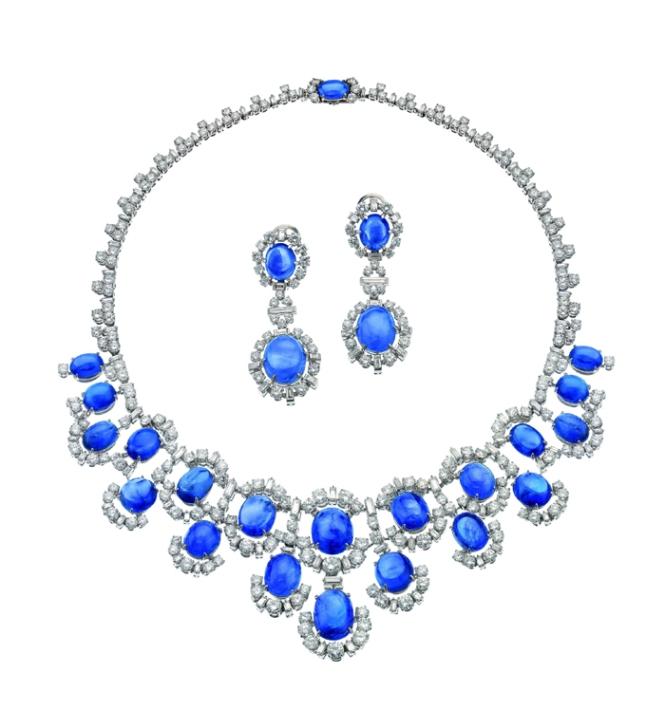 Collier et boucles d'oreilles pendantes en platine avec saphirs et diamants. Créations 1955. Bulgari Heritage Collection