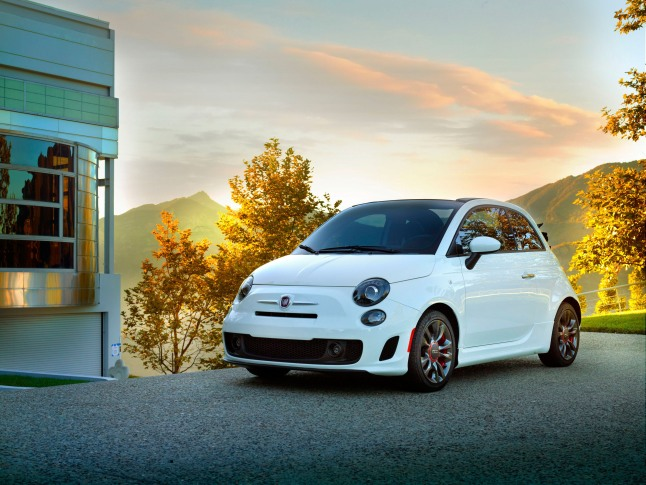 CHRYSLER GROUP LLC FIAT 500C GQ EDITION: The FIAT brand partners with Conde Nast for the limited-edition Fiat 500c GQ Edition.  (PRNewsFoto/Chrysler Group LLC)