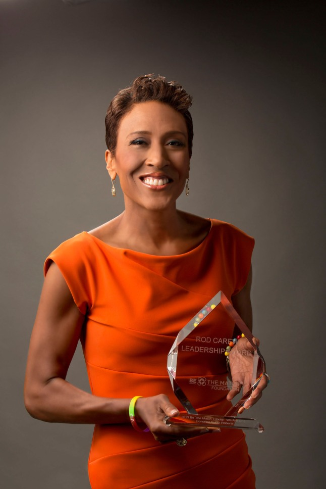 Be The Match Honors ABC's Robin Roberts with its Rod Carew Leadership Award.  (PRNewsFoto/Be The Match)