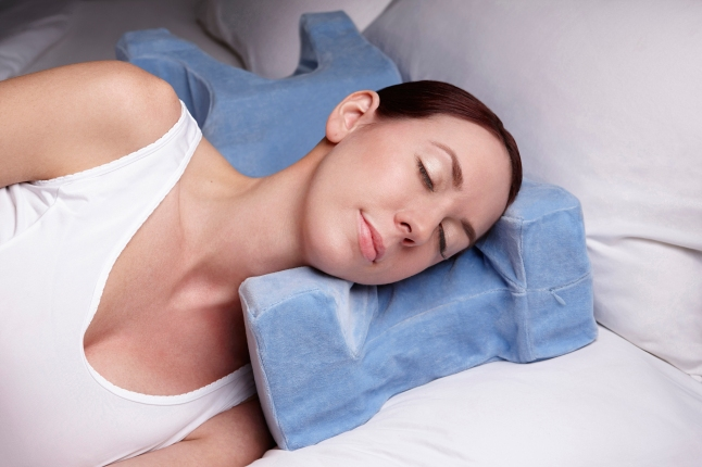 The JuveRest pillow helps prevent and reduce sleep wrinkles for back and side sleepers.