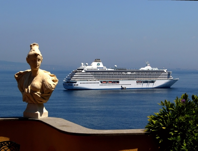Crystal Serenity in Sorrento, Italy