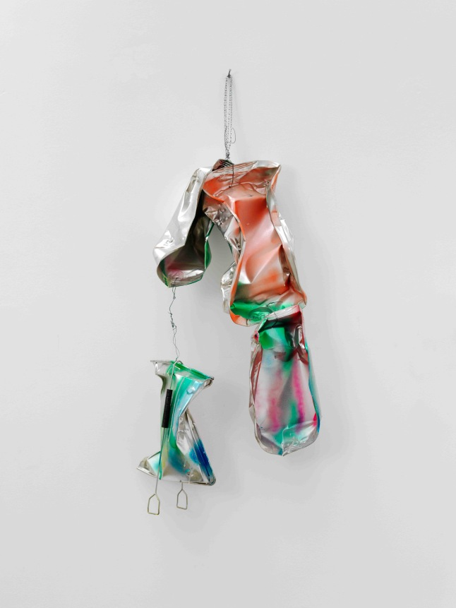 Isa Genzken Schwules Baby (Gay Baby), 1997 Spray paint on metal, wire, and sheet steel 51 3/16 × 15 3/4 × 14 3/16″ (130 × 40 × 36 cm) Collection of the artist Courtesy the artist and Galerie Buchholz, Cologne/Berlin © Isa Genzken