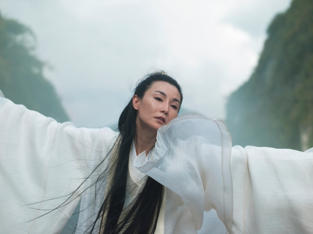 Isaac Julien. Maiden of Silence (Ten Thousand Waves). 2010. Endura Ultra photograph I, 180 x 240 cm. Courtesy of the artist, Metro Pictures, New York and Victoria Miro Gallery, London.