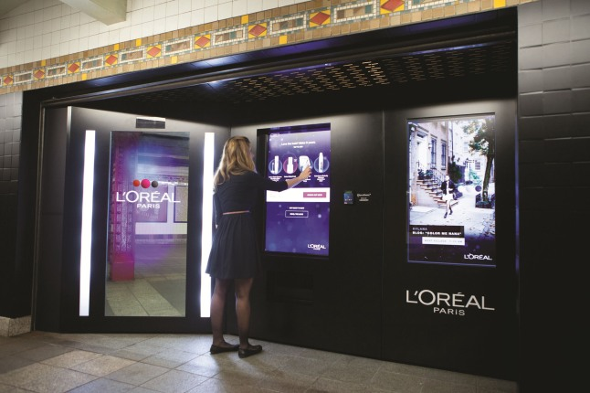 L'Oreal Paris Intelligent Color Experience.  (PRNewsFoto/L'Oreal Paris)