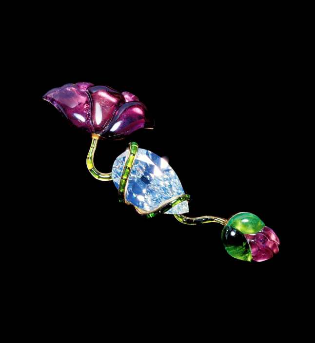 JAR Poppy Brooch 1982 Diamond, tourmalines, and gold Private collection Photograph by Katharina Faerber. Courtesy of JAR, Paris
