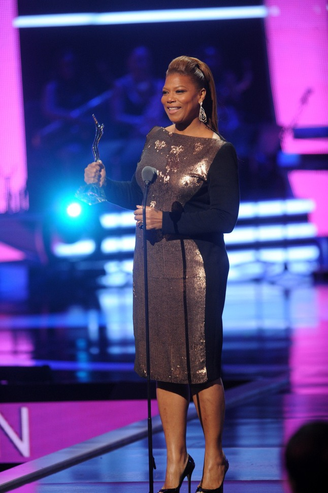 Queen Latifah accepts the Rock Star Award at Black Girls Rock! Premieres Sunday Nov. 3 at 7pm on BET.  (PRNewsFoto/BET Networks)