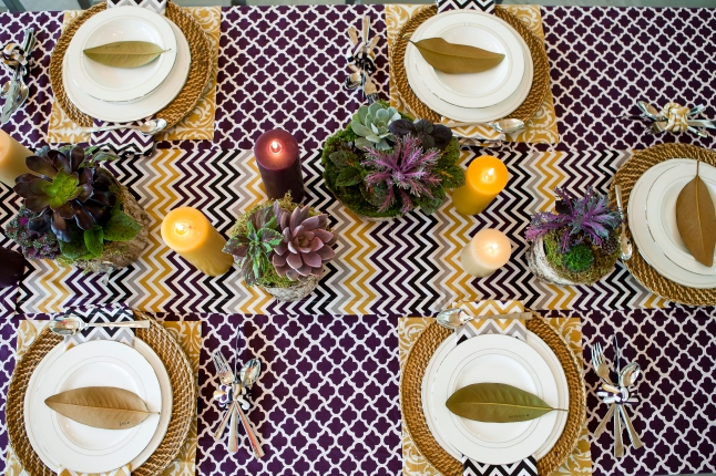 he fresh zigzag wakes up your home in the form of Chevron Holiday Placemats and Dinner Napkins that instantly transform a dinner into a merry party.