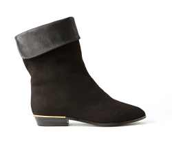 NM black boots with gold heel