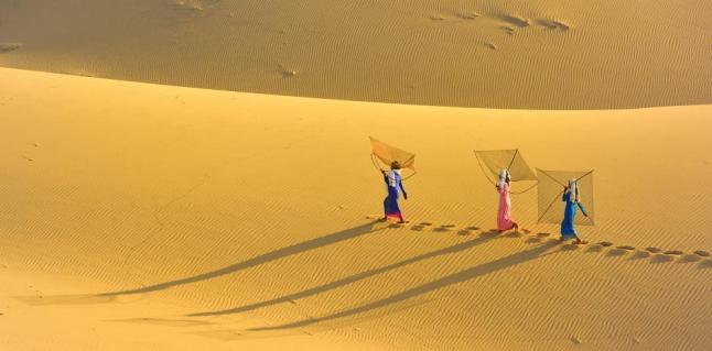 East Asia and Pacific Regional Winner: The Gold Life (Vietnam) This beautiful area used to be the Panduranga capital of the Ancient Champa Kingdom. These women cross the sand dunes to the beach for fishing every morning. Photo by Vo Chi Trung