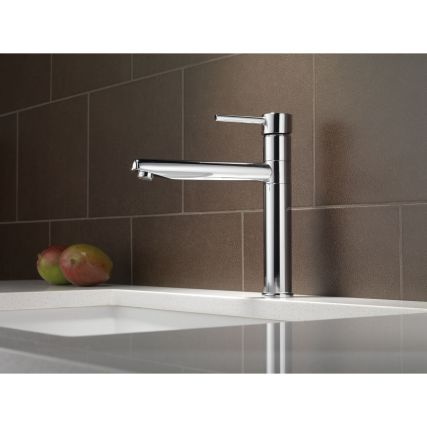 Sleek elegance of modern design is embodied in the Trinsic Kitchen Collection. MagnaTite docking keeps the pull-down wand mounted securely in place and DIAMOND™ Seal Technology provides enhanced reliability and performance.