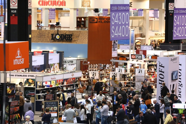 Crowds flood the Show's Dine + Design Expo at 2013 International Home + Housewares Show