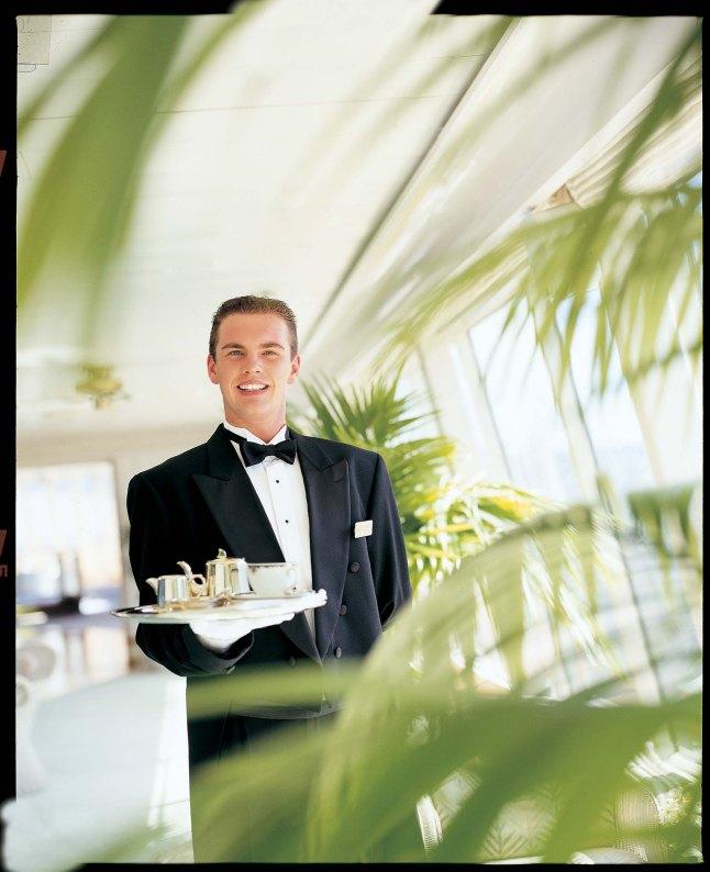 Crystal_Cruises_Waiter30005