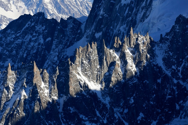 View of the Aiguilles des Periades moutain peaks above Chamonix in the French Alps, December 17, 2013. (Reuters/Robert Pratta)