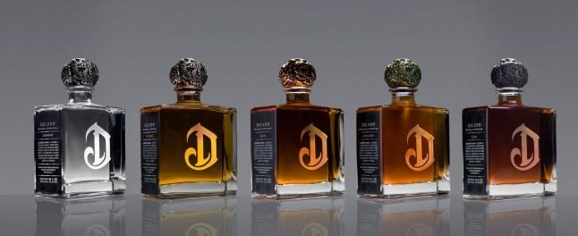 Cinco variantes de DeLeon: Diamante, Reposado, Anejo, Extra Anejo y Leona.   (PRNewsFoto/Diageo)