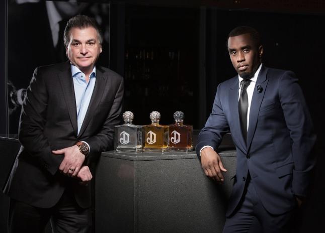 """Sean """"Diddy"""" Combs y Larry Schwartz, Presidente, North America Diageo plc.    (PRNewsFoto/Diageo)"""