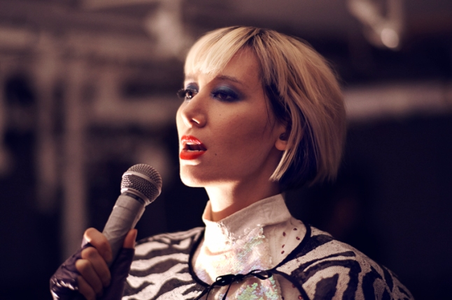 """Singer-songwriter Karen O will, for the first time, perform Oscar®-nominated """"The Moon Song"""" for a global television audience on the Oscars®, show producers Craig Zadan and Neil Meron announced today."""