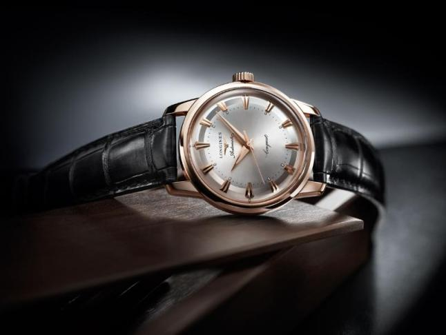 """This year, Longines celebrates the 60th anniversary of the filing of the patent for its """"Conquest"""" brand. To mark this occasion, the Swiss watch company is launching its Conquest Heritage 1954-2014. With a diameter of 35 mm, this model in rose gold displays a sunray silver dial with pink applied indices. Fitted with the mechanical calibre L633, it indicates the hours, the minutes and the seconds. The caseback is screwed down and decorated with a gold and enamel medallion representing a constellation. This timepiece is numbered and limited to 60 pieces."""