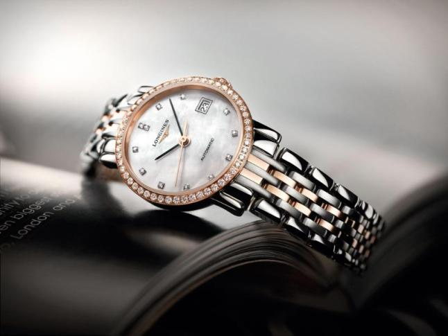 The Longines Elegant Collection is the perfect embodiment of the classical design and sleek lines typical of Longines timepieces. With a diameter of 25.50, this model in steel and rose gold cap is set with 52 diamonds and displays a white mother-of-pearl dial with diamond indices. It is fitted with the self-winding mechanical movement L595.