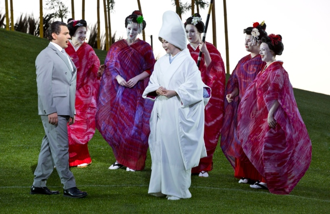 Georgy Vasiliev as Pinkerton and Hiromi Omura as Madama Butterfly