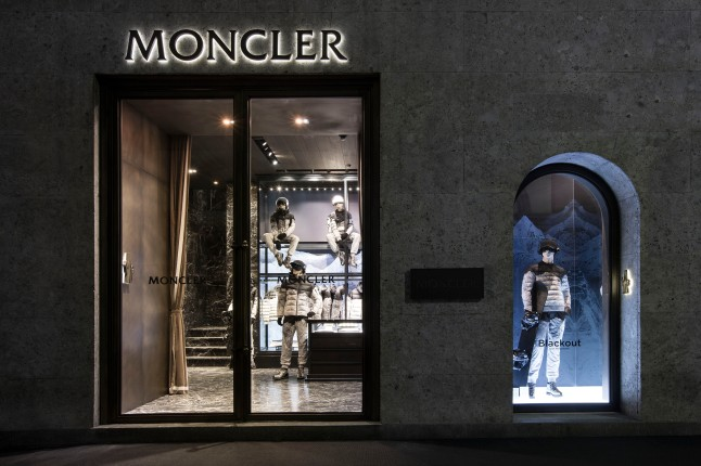 MONCLER BLACKOUT COCKTAIL - MILAN, SEPTEMBER 17TH, 2014 / WINDOW AND VISUAL DISPLAY