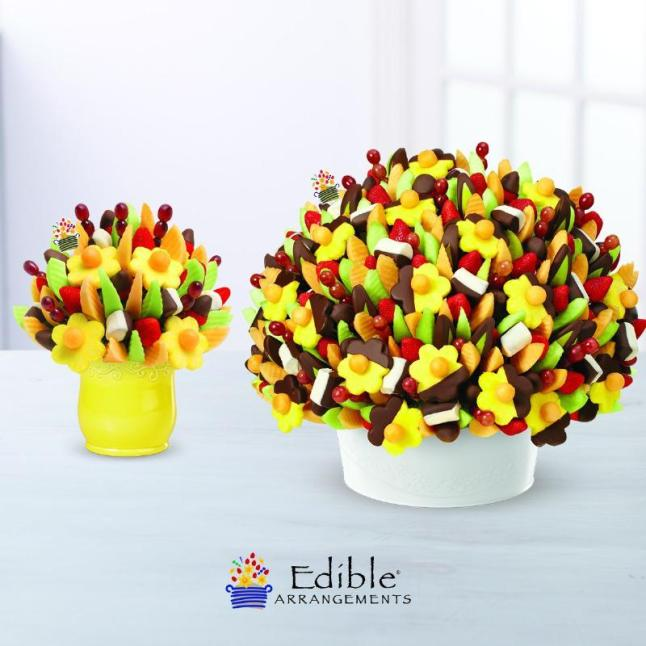 Each piece in the Edible Grand Collection is made with more than 450 pieces of fruit, making them the largest fresh-cut fruit arrangements created by Edible Arrangements. (PRNewsFoto/Edible Arrangements)