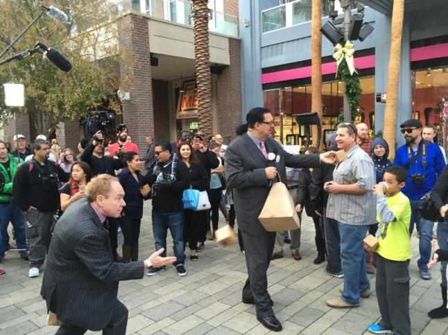 Penn & Teller Surprising Visitors with Sprinkles Cupcakes at The LINQ Promenade