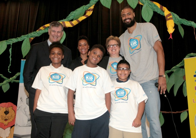 DALLAS, TX - MARCH 30:  (Top L-R) Mayor of Dallas Mike Rawlings, Kimberly Chandler, president and CEO of the U.S Fund for UNICEF Caryl Stern, UNICEF Ambassador Tyson Chandler, and elementary school students at an event celebrating UNICEF Kid Power at Esperanza Hope Medrano Elementary School on March 30, 2015 in Dallas, Texas.  (Photo by Peter Larsen/Getty Images for UNICEF) *** Local Caption *** Tyson Chandler; Caryl Stern; Kimberly Chandler; Mike Rawlings