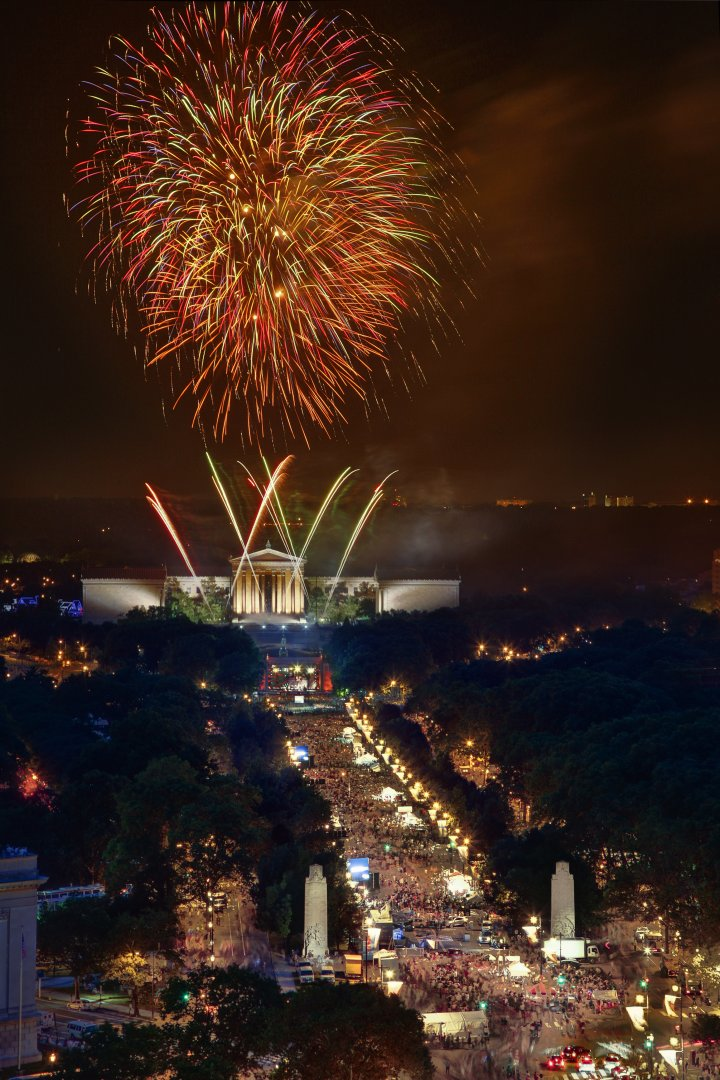 As the birthplace of America, Philadelphia knows how to shine. Fireworks blazing over the Philadelphia Museum of Art are a Fourth of July tradition during Philadelphia's multi-day Wawa Welcome America! bash. Timed perfectly with exhilarating live music, the fireworks paint the skies over the Benjamin Franklin Parkway. Credit: Photo by G. Widman for Visit Philadelphia™