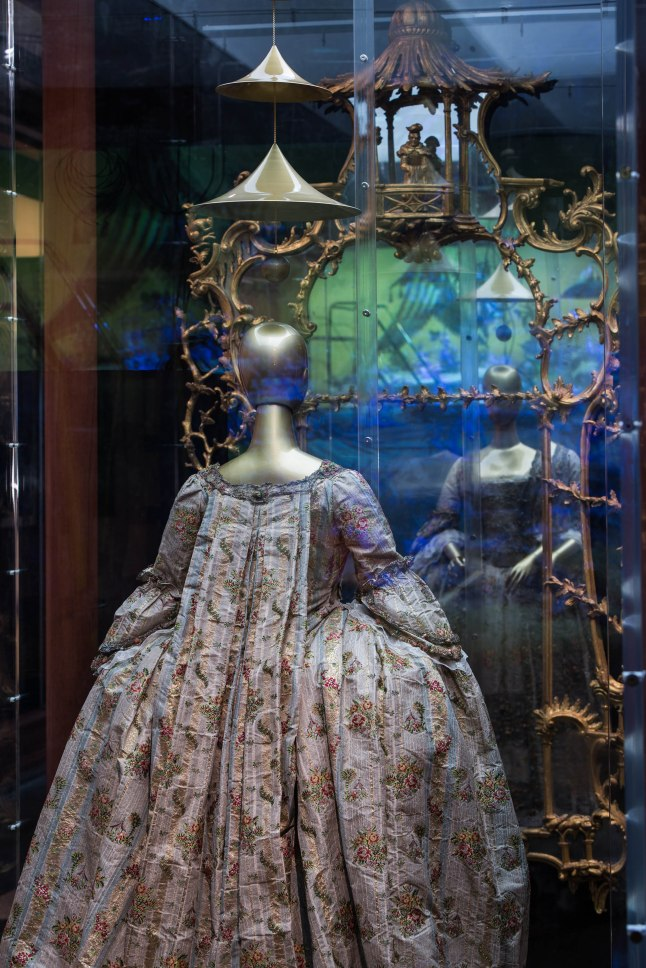Chinese Galleries, Douglas Dillon Galleries, Chinoiserie Dress, 18th century; The Metropolitan Museum of Art, Gift of Fédération de la Soirie, 1950 (50.168.2a,b) Photo: © The Metropolitan Museum of Art