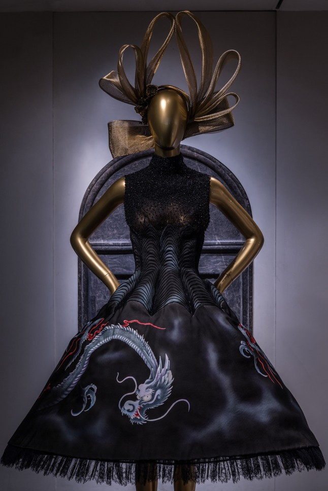 Chinese Galleries, Charlotte C. Weber Galleries, Ancient China Dress, House of Givenchy (French, founded 1952), autumn/winter 1997-98 haute couture; Courtesy of Givenchy Photo: © The Metropolitan Museum of Art