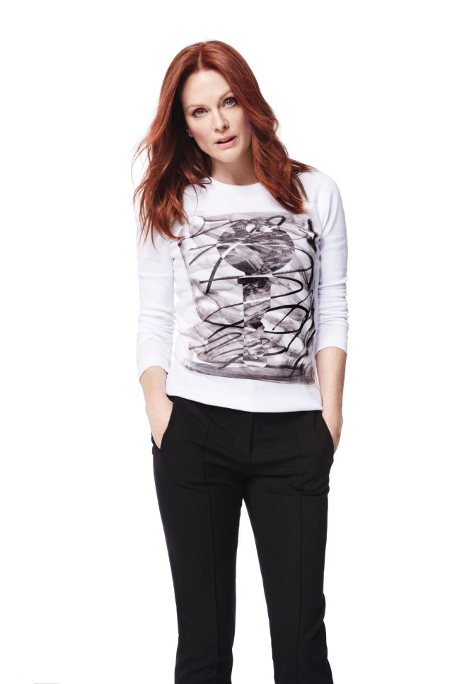 Julianne Moore wears Jason Wu designed tee for 2015 Key To The Cure Campaign in partnership with Saks Fifth Avenue and Entertainment Industry Foundation's Stand Up To Cancer. (PRNewsFoto/Saks Fifth Avenue)