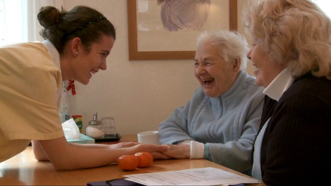 Nazlijie at work in a retirement home (Photo Credit: Gabriela Betschart)