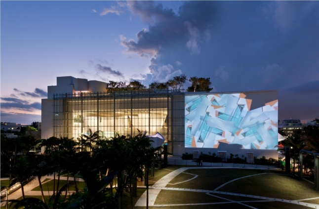 The New World Symphony's Main Facade is Part Projection and Part Glass Curtain Wall (Credit: Claudia Uribe) (PRNewsFoto/Miami Beach Visitor and...)