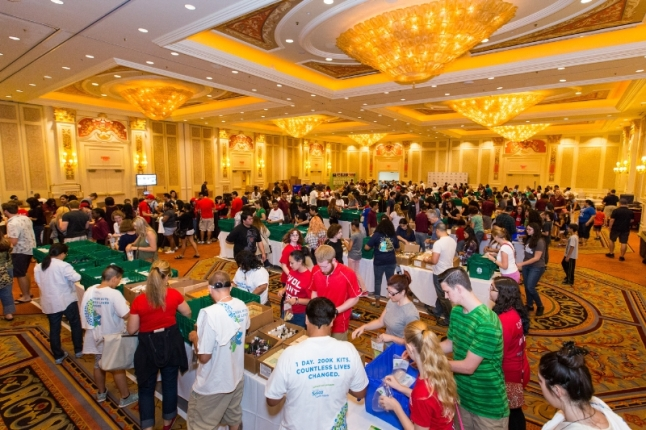 More than 1,000 volunteers at The Venetian Las Vegas assemble hygiene kits as part of the Las Vegas Sands Global Hygiene Kit Build with Clean the World, a 24-hour global effort that took place sequentially at Las Vegas Sands' Singapore, Macao, Bethlehem and Las Vegas properties.  Volunteers worked around the clock and around the globe to build 200,000 hygiene kits, the most ever assembled for Clean the World, for people in need. (PRNewsFoto/Las Vegas Sands)
