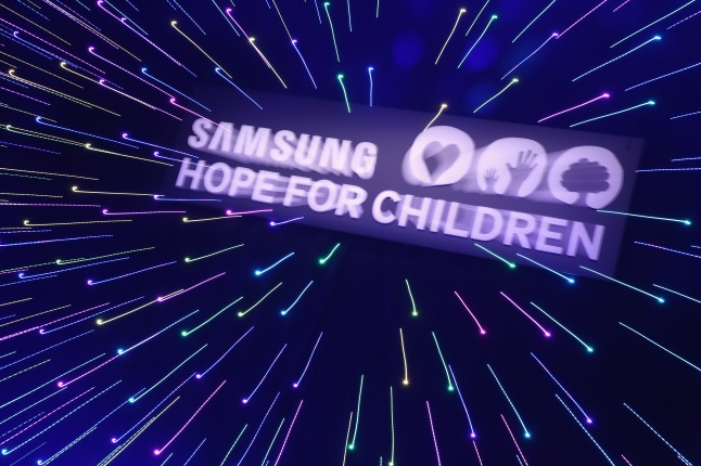 NEW YORK, NY - SEPTEMBER 17:  A view of atmosphere during the Samsung Hope For Children Gala 2015 at Hammerstein Ballroom on September 17, 2015 in New York City.  (Photo by Cindy Ord/Getty Images for Samsung)