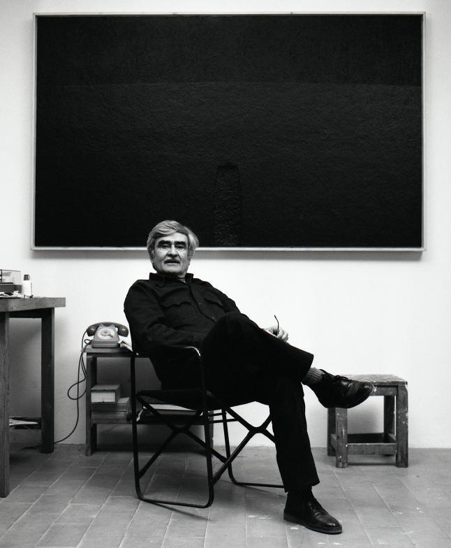 Alberto Burri in his studio in Case Nove di Morra, Città di Castello, Italy, 1982 Photo: Aurelio Amendola © Aurelio Amendola, Pistoia, Italy