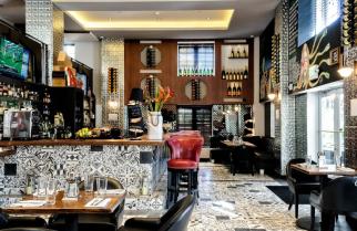The Tavern Inside Hotel Croydon (2)