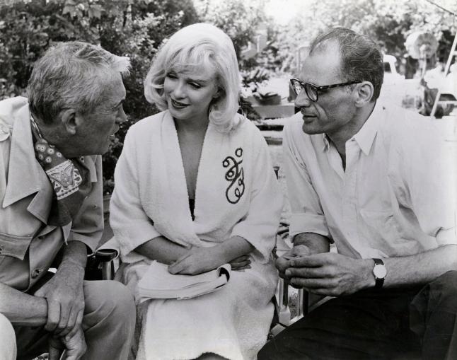 John Huston, Marilyn Monroe, Arthur Miller. Image shot 1961. Exact date unknown. Image provided by Photos 12/Alamy