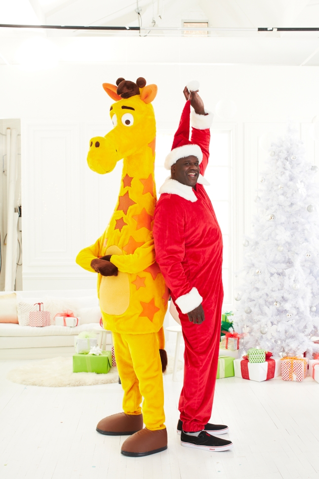 "Shaq and Geoffrey Team Up to #PlayItForward: To help Twitter followers give the gift of play to kids in need on #GivingTuesday, the Toys""R""Us Children's Fund will donate 1 toy to Toys for Tots, up to $125,000 worth, for every retweet of Shaquille's #PlayItForward tweet on December 1."