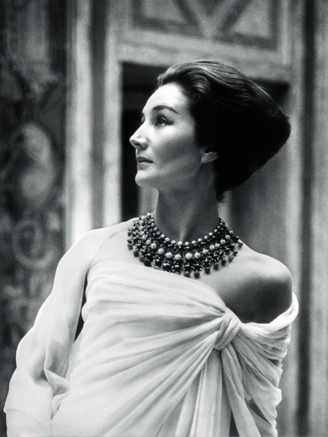 Jacqueline de Ribes in Christian Dior, 1959 Courtesy of The Metropolitan Museum of Art, Photograph by Roloff Beny, Roloff Beny Estate