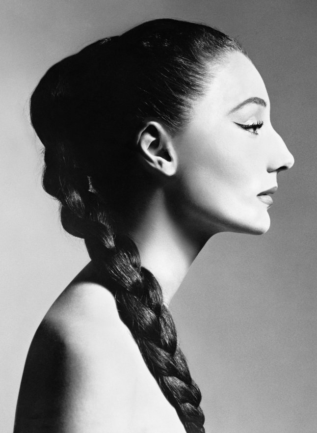 Jacqueline de Ribes, 1955 Courtesy of The Metropolitan Museum of Art, Photograph by Richard Avedon, ©The Richard Avedon Foundation