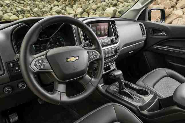 Interior Cab shot of  the 2016 Chevy Colorado Truck Of The Year. (Photo by Brian Brantley/Brian Brantley Media/Motor Trend, ©2015)