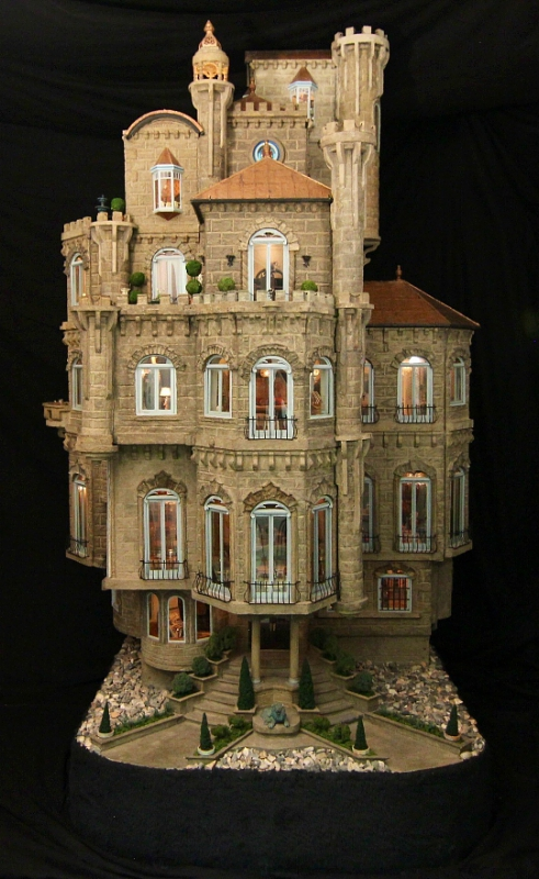 "Appraised at $8.5 million, The Astolat Dollhouse Castle will be on public display this holiday season at The Shops of Columbus Circle at Time Warner Center in Manhattan for the first time ever since being built in the 1980s. On November 12, the unveiling of the ""dollhouse"" will coincide with Time Warner Center's lighting of its ""Holiday Under the Stars"" at 5 p.m. Admission to both the Astolat Dollhouse Castle and star viewing is free, courtesy of The Shops at Columbus Circle. Voluntary donations to benefit children's charities can be made at www.dollhousecastle.com. (PRNewsFoto/Astolat Dollhouse Castle Proj.)"