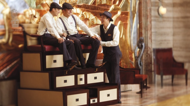 The influence of the 1930s can be seen upon arrival in the lobby, where doormen and bellboys, dressed in specially designed uniforms, welcome guests