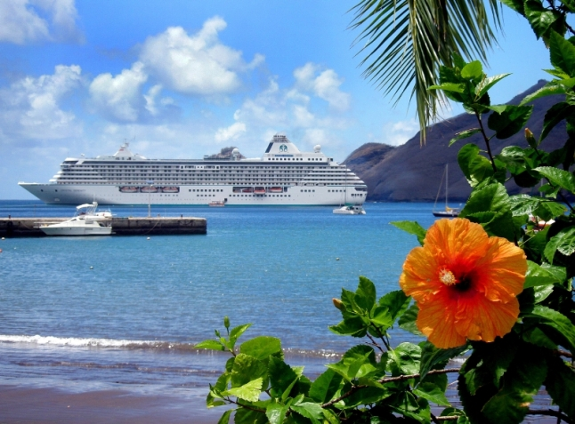 Crystal Serenity off the coast of the Hawaiian Islands (PRNewsFoto/Crystal Cruises)